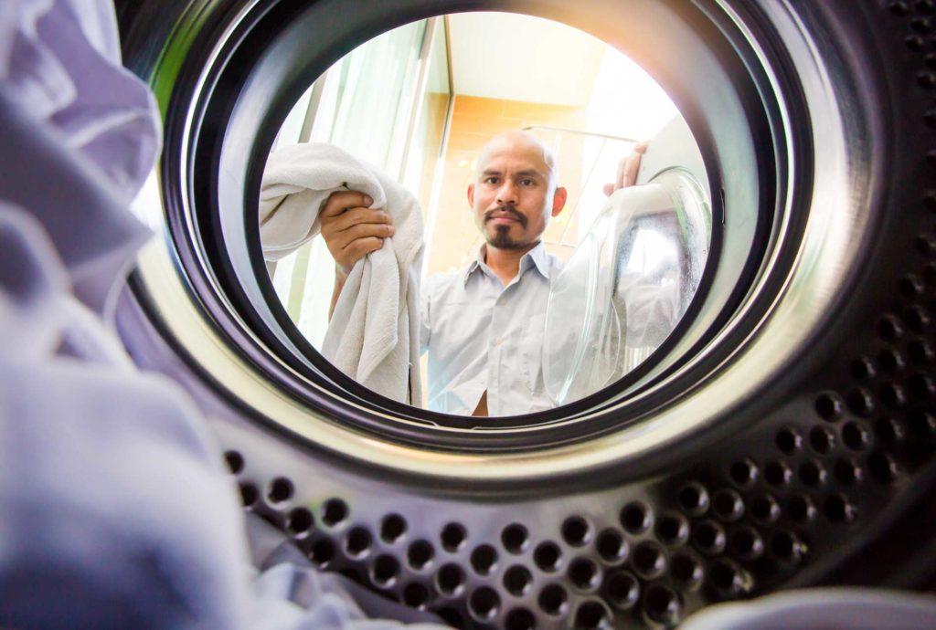 Waschmaschinen Trommel - Befüllung mit Wäsche